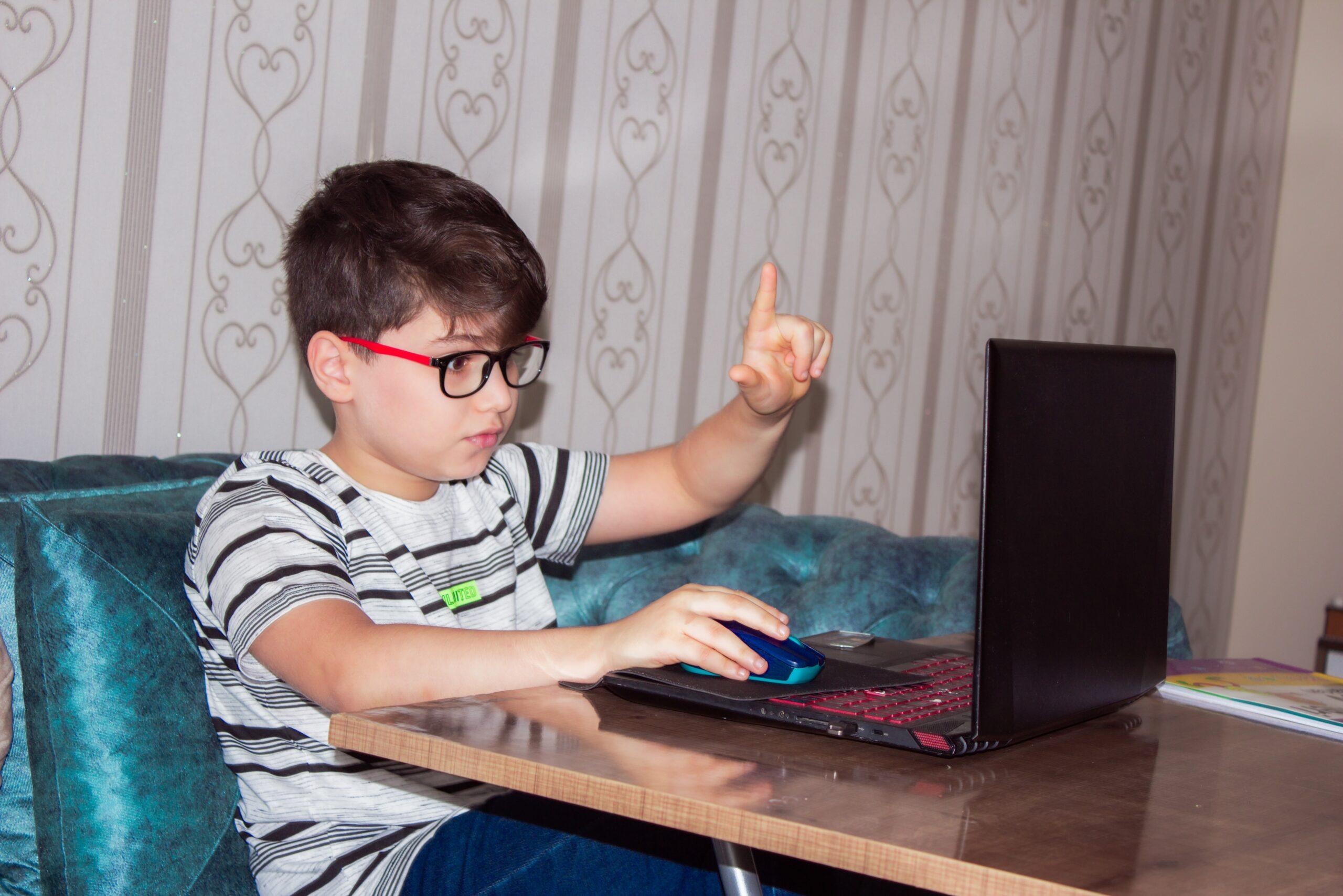 El confinamiento aumentó los casos de miopía entre los niños