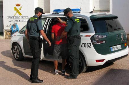 La Guardia Civil sorprende a un joven robando en una vivienda de Totana